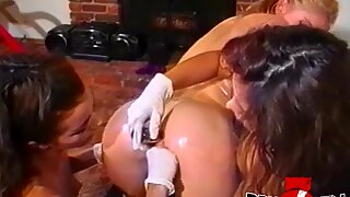 Horny lesbian babes strapon banging in sweet threeway