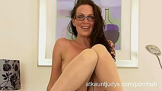Mature housewife Marlyn finger tears up her cunt.