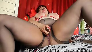 Chubby mom is dildoing her mature pussy through pantyhose