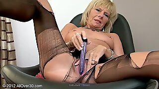 Cathy Duck dildoing in pantyhose